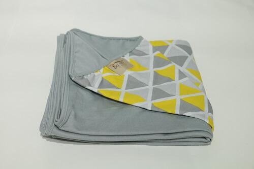 Wrap Sling Cinza Triângulos Amarelos